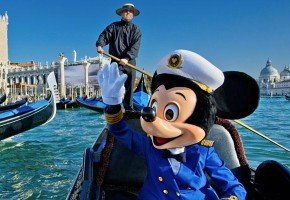 disney-venice-italy-mickey-mouse-in-gondola
