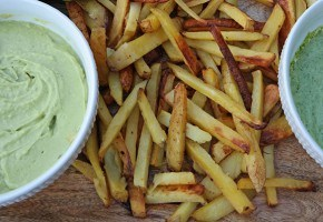 Crispy oven baked fries with two Peruvian style dipping sauces via @skimbaco