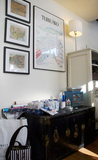 gift-wrapping-station-picture