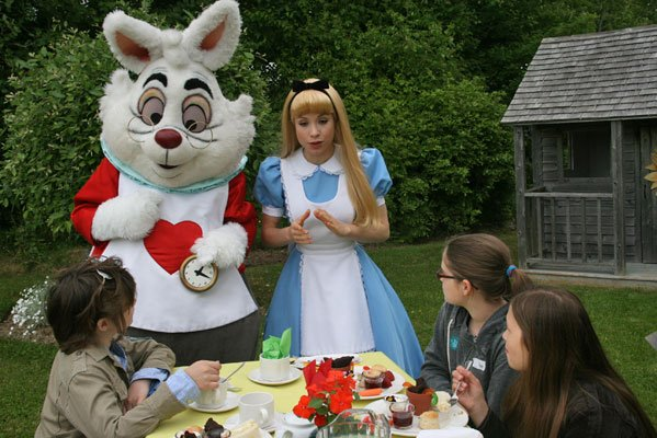 tea-party-with-alice