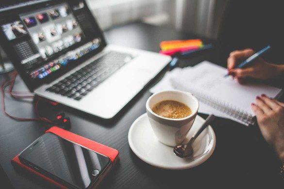 take-notes-laptop-office-work