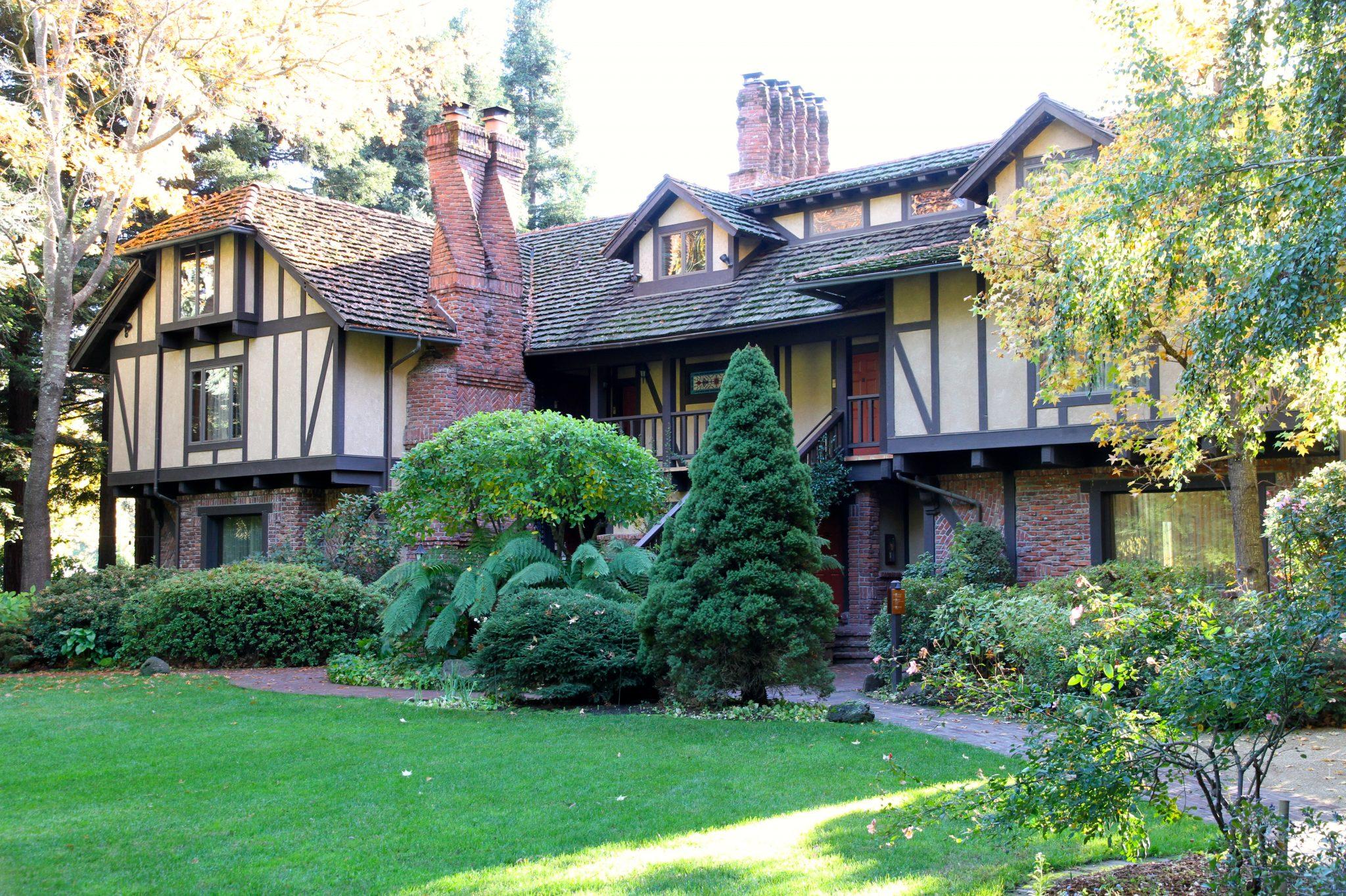 Manor building at Harvest Inn in Napa Valley