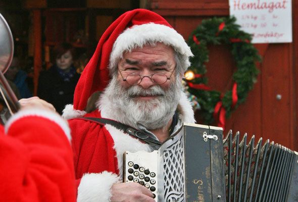 santa-claus-playing-music