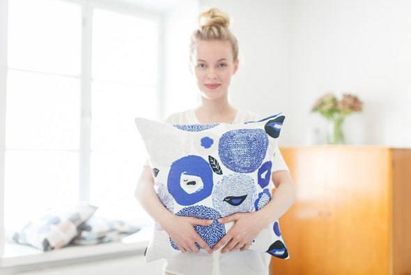 kauniste sunnuntai print pillow