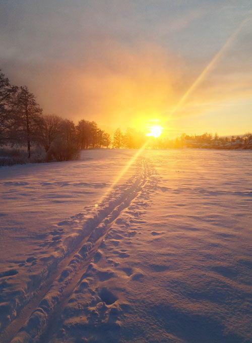 winter sunrise in Sweden by Katja Presnal https://www.skimbacolifestyle.com