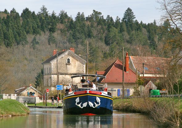 river-cruising-burgundy-france