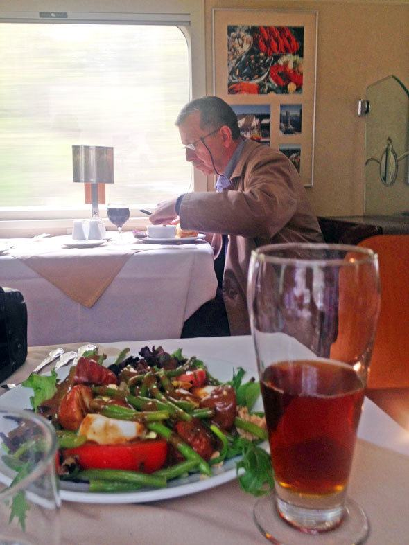 eating in the train