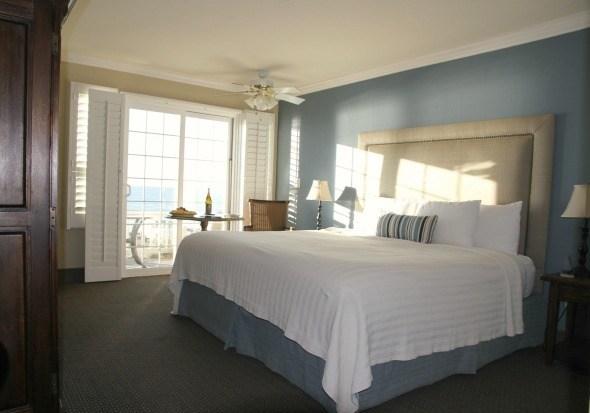 Sand Pebbles Inn - Ocean View King Room