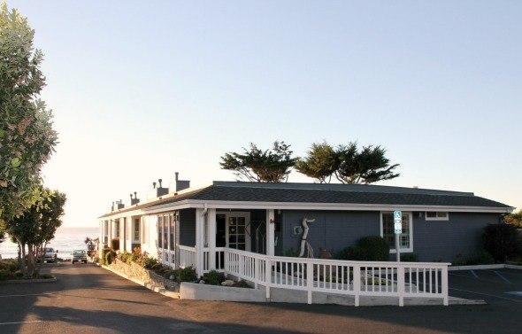 Sand Pebbles Inn Reception