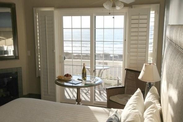 Sand Pebbles Inn King Oceanview Room