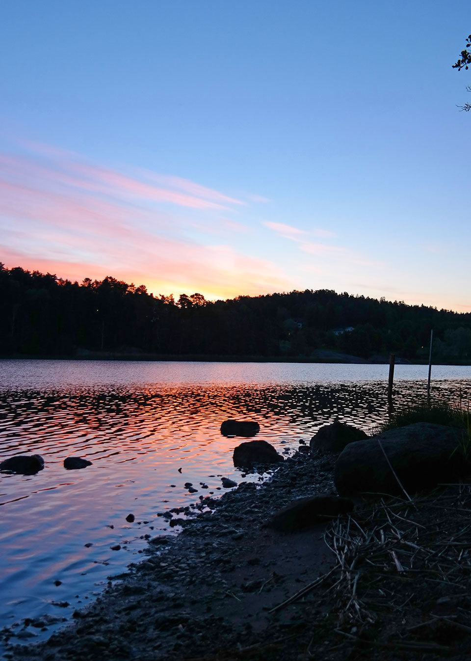 nightless night in Finland - the famous midnight sun. Travel photo by Katja Presnal | @skimbaco
