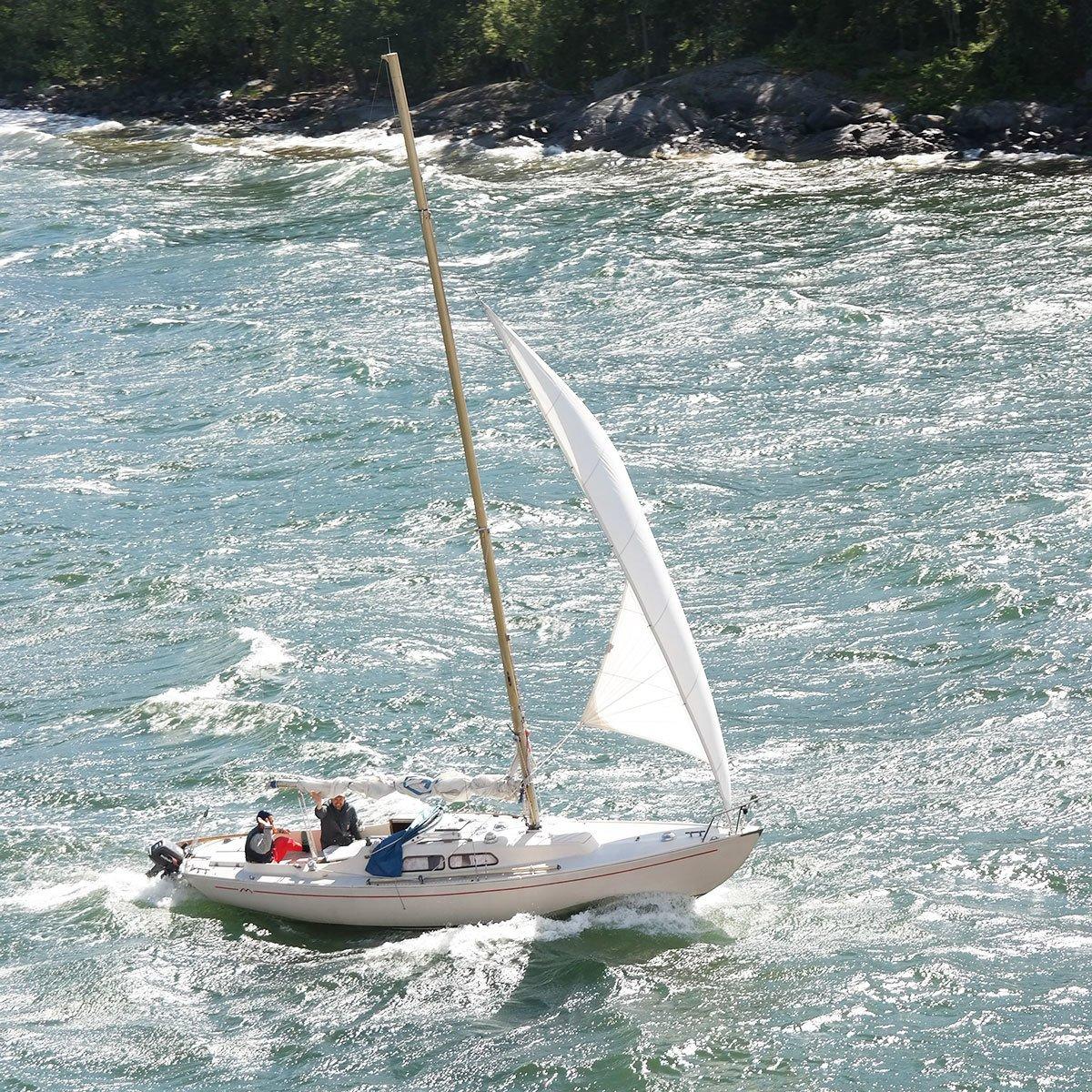 sailing-in-archipelago