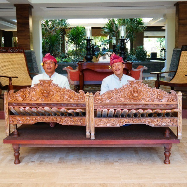 balinese music at st regis lobby on the mornings