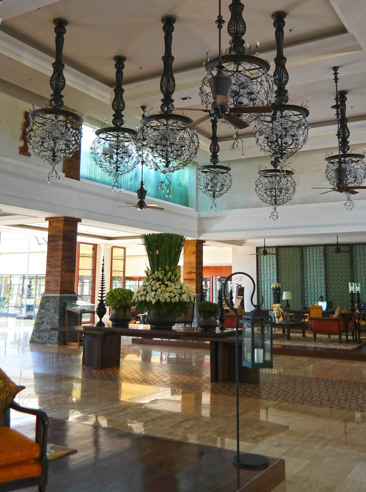 st-regis-bali-resort-lobby