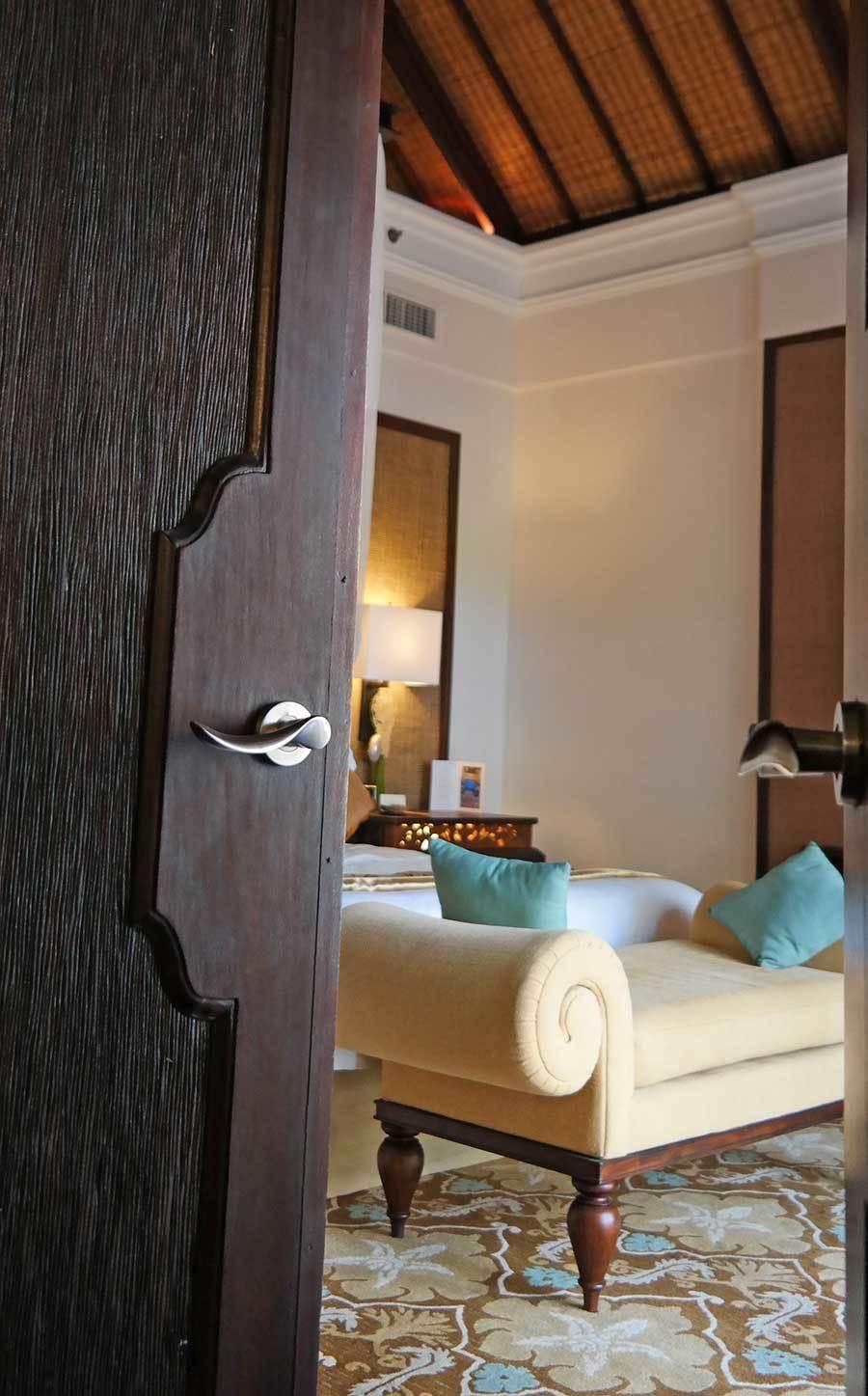 st-regis-bedroom-in-villa