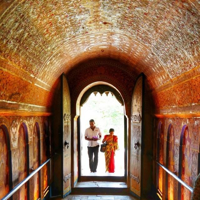 sri lanka kandy temple of tooth entrance