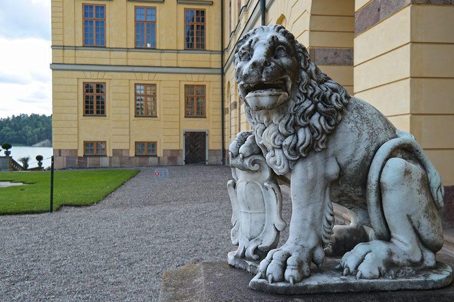 Drottningholm-Palace-lion