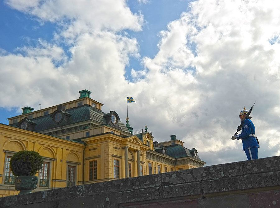 Drottningholm-Palace-royal-guard