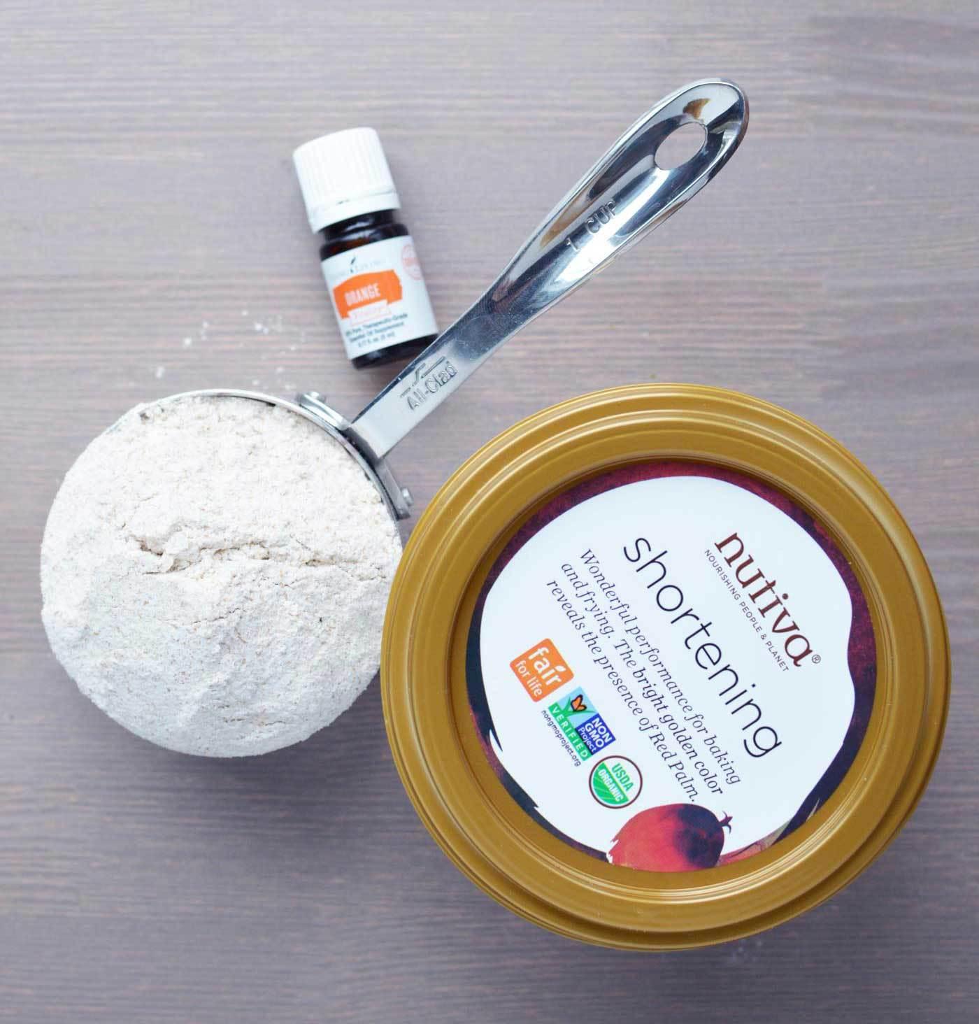Vegan Shortbread with Young Living Orange Vitality essentil oil via @skimbaco