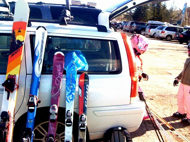 volvo and skiing