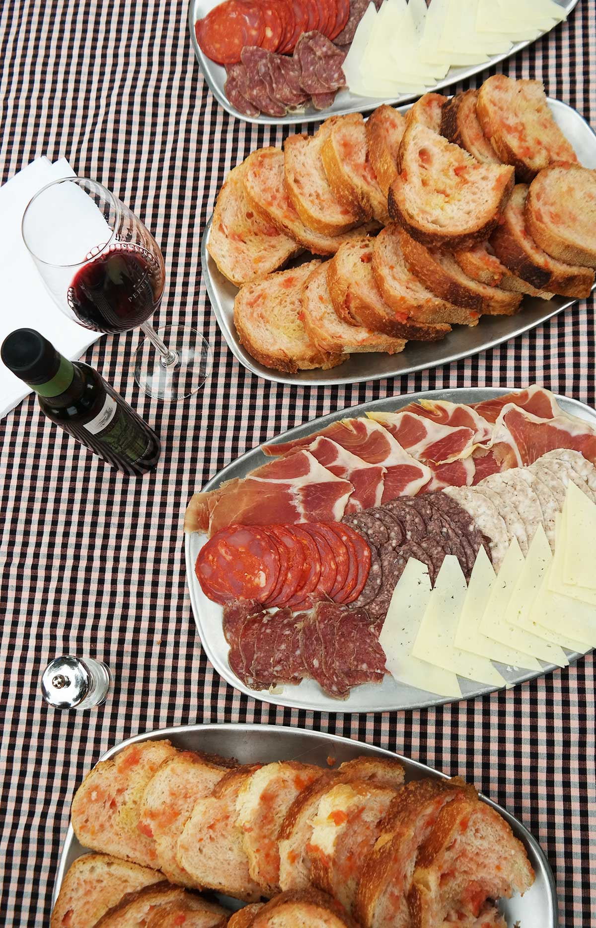 How to host a Spainish style picnic or tapas wine tasting party.